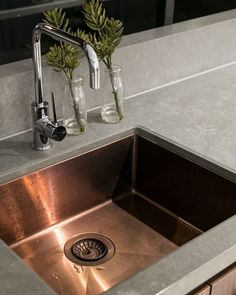 Want to create an Inner Urban Style kitchen? Try using our stylish Essastone in Weathered Concrete Pezzato and pair it with a copper sink… Urban Kitchen, Concrete Kitchen, Kitchen Styling, Urban Fashion, The Hamptons, Make It Simple, Sink, Copper, Stylish
