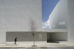 85 Sheltered Housing Units for Senior and Public Facilities  / GRND82, © Adria Goula