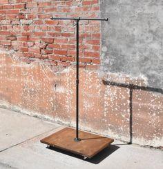 Porte-vêtement T-Bar. Support à vêtement par UrbanFarmhouseGroup
