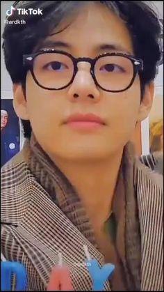 Taehyung Abs, Kim Taehyung Funny, Bts Photo, Foto Bts, V Bts Wallpaper, Wallpaper Space, Bts Bon Voyage, V Video, Taehyung Photoshoot