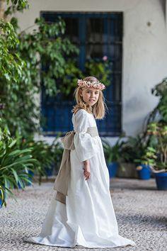 Pikiliki First Holy Communion, Little Princess, Cute Dresses, Girl Fashion, Girl Outfits, White Dress, Bohemian, Costumes, Wedding Dresses