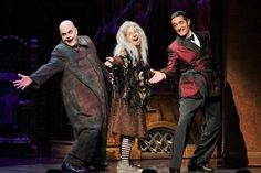 Photo of Brad Oscar as Uncle Fester, Jackie Hoffman as Grandma and Roger Rees as Gomez in The Addams Family. Addams Family Show, Addams Family Broadway, Adams Family Kostüm, Addams Family Costumes, Roger Rees, Bebe Neuwirth, The Originals Show, Broadway Stage, Fall Shows