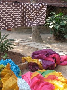 juhu drying at the printer Picnic Blanket, Outdoor Blanket, Screen Printing, Printer, Weaving, Textiles, How To Make, Home Decor, Screen Printing Press
