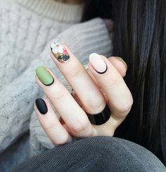 "If you're unfamiliar with nail trends and you hear the words ""coffin nails,"" what comes to mind? It's not nails with coffins drawn on them. It's long nails with a square tip, and the look has. Spring Nail Colors, Spring Nail Art, Spring Nails, Summer Nails, Latest Nail Designs, Nail Art Designs, Nails Design, Matte Nails, Diy Nails"