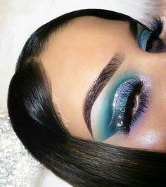 Pinterest @IIIannaIII *Artist tagged Colorful Eye Makeup, Eye Makeup Art, Blue Makeup, Beauty Makeup, Hair Makeup, Makeup Goals, Makeup Inspo, Makeup Inspiration, Love My Makeup