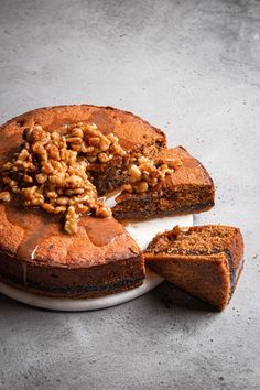 This fig cake is the the perfect soft and tender companion to a crumbly and buttery oat crust. Topped witt walnuts in honey syrup. Fig Recipes, Homemade Cake Recipes, Fun Baking Recipes, Best Dessert Recipes, No Bake Desserts, Sweet Recipes, Baker Recipes, Vegetarian Recipes, Molasses Cake