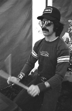 Mickey Hart of the Grateful Dead on at Spartan Stadium, San Jose, California [copyright/photographer unknown] Dead Pictures, Dead Pics, Music Pictures, Modal Jazz, Mickey Hart, Hat Tip, Acid Rock, The Warlocks, Dead And Company