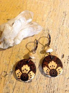 Blossomflower earringswooden jewelry wearable by SheriHoweArt Wood Burning Tool, Wood Burning Crafts, Wood Burning Patterns, Wood Crafts, Wooden Earrings, Wooden Jewelry, Clay Jewelry, Jewelry Crafts, Flora