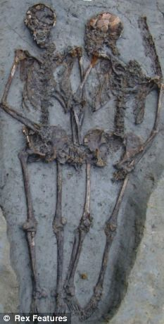 Ancient Roman couple have been holding hands for 1500 years after being buried together. I want that kind of love.