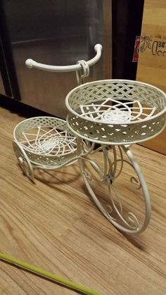 TRICYCLE PLANTER WHITE WROUGHT IRON METAL BASKET PATIO GARDEN ART PLANT STAND
