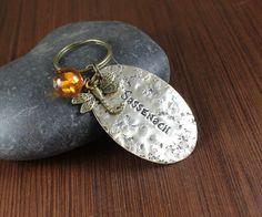 Sassenach  libellule et ambre  porte-clé en laiton