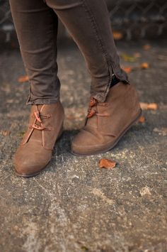^ TOGGLE SHOES? My word!