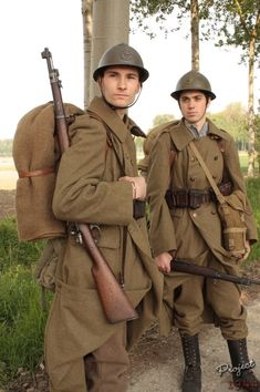What did the French wear in Are horizon blue uniforms used in obsolete line infantry divisions? Ww1 History, Military History, Ww2 Uniforms, Military Uniforms, French Armed Forces, Military Pictures, Army Uniform, British Soldier, French Army