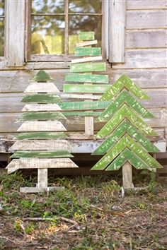 Wood Crafts - Kalalou Recycled Wooden Christmas Trees With Stands - Set Of 3 Christmas Wood Crafts, Noel Christmas, Christmas Projects, Christmas Ornaments, Pallet Wood Christmas Tree, Christmas Music, Diy Christmas Yard Decorations, Holiday Decorating, Christmas Tree Yard Art