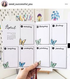 Weekly spread layouts to try in your bullet journal Bullet Journal School, Bullet Journal Paper, Bullet Journal Weekly Layout, Bullet Journal Month, Bullet Journal Lettering Ideas, Bullet Journal Notebook, Bullet Journal Aesthetic, Bullet Journal Inspo, Bullet Journal Ideas Pages