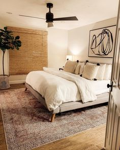 18 Cool Bedroom Decor in Your Home - Bedroom Design Bedroom Inspo, Home Decor Bedroom, Modern Bedroom, Bedroom Ideas, Decor Room, Bedroom Designs, Contemporary Bedroom, Bedroom Rugs, Bedroom Curtains