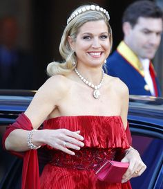 At the pre-abdication dinner, (still) Crown Princess Máxima wore her red Valentino, the red tiered silk organza gown is embroidered at the waist.     Máxima wore the Rose Cut Tiara, a bandeau of huge, perfect rose cut diamonds, and the matching Diamond Rivière  necklace, with the pendant taken from a brooch that belonged to Queen Emma.