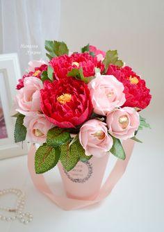 Добрый день, Всем!Потихоньку готовлюсь к 8 марта! Осторожно много фото!!! Больше 5. Спасибо, что досмотрели.Надеюсь,Вам все понравилось!!! Candy Flowers, Paper Flowers Craft, Wooden Flowers, Crepe Paper Flowers, Origami Flowers, Paper Roses, Felt Flowers, Flower Crafts, Diy Flowers