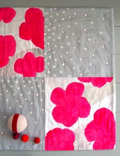 Cheerful quilted playmat tutorial