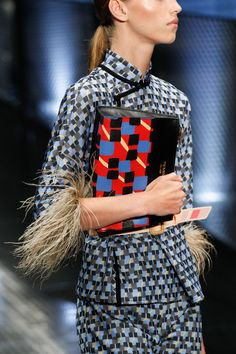 Prada Spring 2017 Ready-to-Wear Collection - Vogue Fashion Week, Fashion 2017, Runway Fashion, High Fashion, Womens Fashion, Fashion Tips, Fashion Trends, Prada Spring, Vogue