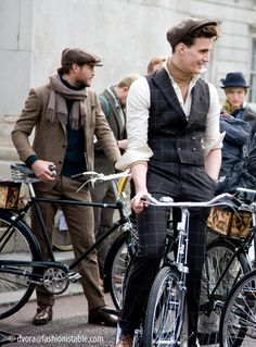 Fashionistable: Out and about.Tweed Run 2013 Vintage Rascal - mens suit clothing, mens casual clothing, sale mens clothing Tweed Ride, Fashion 90s, Mens Fashion, Fashion Guide, Fashion Black, Petite Fashion, Fashion Shoot, Curvy Fashion, Fashion Bloggers