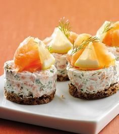 Philadelphia – Rezepten – Salmon tarts with Philadelphia – Typical Miracle Snack Recipes, Cooking Recipes, Salty Foods, Danish Food, Tasty, Yummy Food, Snacks Für Party, Appetisers, Creative Food