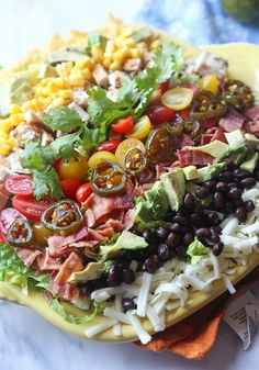 Southwestern Cobb Salad Recipe with Spicy Cilantro Lime Vinaigrette - a healthy dinner idea! Best Easy Dinner Recipes, Easy Salad Recipes, Healthy Recipes, Salad Bar, Soup And Salad, Cobb Salad, Main Dish Salads, Dinner Salads, Cilantro Lime Vinaigrette