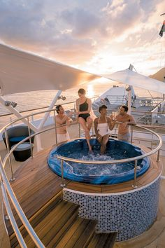 End the day relaxing in our luxurious whirlpool on the Sun Deck on the Tere Moana.