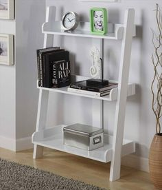 Make Your Own Leaning Shelf from Pallets