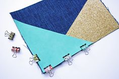 """In July, I told you about a little """"trick"""" to sew perfect angles at the zip of a kit … (it was here). Diy Clutch, Diy Purse, Sewing Tutorials, Sewing Projects, Sewing Patterns, Angle Parfait, Pochette Diy, Basic Embroidery Stitches, Perfect Angle"""