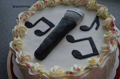 Kirsin keittiössä: Kakku nuorelle laulajalle Birthday Cake, Desserts, Food, Tailgate Desserts, Deserts, Birthday Cakes, Essen, Postres, Meals
