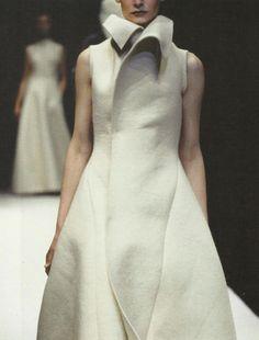 Sculptural simplicity with voluminous silhouette // yohji yamamoto #fashion