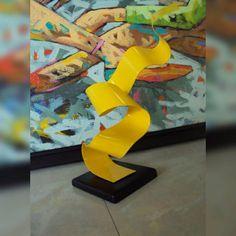 Elegancia, estilo propio, destacan cada una de las pieza movimientos del artista plástico Antonio Solano, tenemos el honor de exhibir varias piezas, de diversos colores y formas. Bendiciones y felicitaciones al artista por sus excelentes piezas #Arte #Esculturas #Movimientos # Antonio Solano #somosrepresentante representante en el oriente venezolano #Galeria #BahiaRedondaGallery #marinainternacionalbahiaredonda #local26 #Anzoategui #Venezuela #Miami #NewYork #Panamá #Colombia
