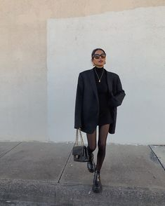 5 Classic Pieces You Should Never Purge From Your Closet - - There are certain items you'll always regret getting rid of. Keep reading to find out the five classic fashion investments you should never purge. Mode Outfits, Winter Outfits, Casual Outfits, Summer Outfits, Blazer Outfits For Women, Black Outfits, All Black Outfit, Looks Street Style, Looks Style