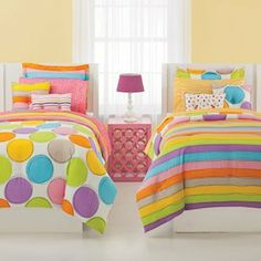 Jackie Twist Spot On Full 7-Piece bed in bag Set by Jackie Twist. $79.99. All products are easy care, 100-percent polyester. Includes comforter, bedskirt, sheet set and two shams. Full: Comforter 86 by 86-inch, Flat Sheet 90 by 102-inch, Fitted Sheet 54 x75 -inch, Pillowcases 20 by 30-inch, Shams 20 by 26-inch. Machine wash cold, gentle cycle use only non chlorine bleach when needed tumble dry low do not dry clean steam iron on reverse side if necessary. Jackie McFee is ...