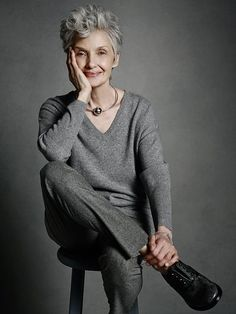 45 Trendy hair grey older women outfit Mature Fashion, Fashion Over 50, Look Fashion, Older Women Fashion, High Fashion, 50 Style, Hair Style, Mode Ab 50, 50 And Fabulous