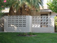 We can see breeze block wall in exotic houses in the past. Normally a rooster wall is placed above the door or window. The form of the breeze block wall surface additionally differs, such as boxes, squares, hexagons, and so forth. Decorative Concrete Blocks, Breeze Block Wall, Cinder Block Walls, Cinder Blocks, Concrete Fence, Mid Century Modern Decor, Brick Patios, Fence Design, Home Pictures