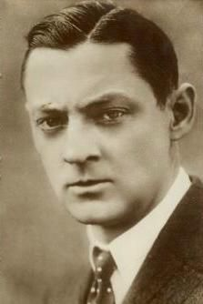 Lionel Barrymore (1878 - 1954) - 4th actor to win the Academy Awards' Best Actor Oscar. Part of an acting dynasty: John, Ethel and Lionel. He is also the great-uncle to actress Drew Barrymore. Best-known today for his role as Potter in It's A Wonderful Life.