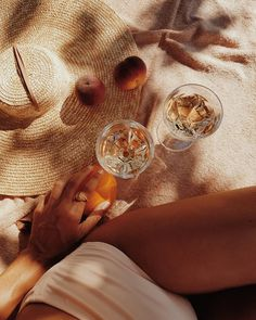 Loving this summer aesthetic. The straw hat, ripe peaches and white wine is such a mood Beige Aesthetic, Summer Aesthetic, Aesthetic Outfit, Summer Feeling, Summer Vibes, Estilo Blogger, Foto Pose, Summer Photos, Lifestyle Photography