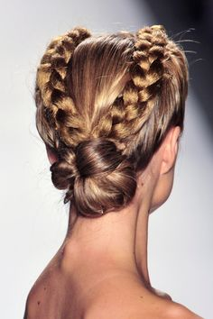 Hair Styles 2018 braided updo Discovred by : Byrdie Beauty Cool Hairstyles For Girls, Pretty Hairstyles, Girl Hairstyles, Braided Hairstyles, Short Hairstyle, Hairstyle Ideas, Pretty Braids, Beautiful Braids, Gorgeous Hair