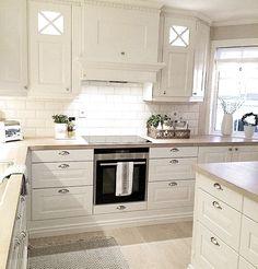 Personalize your home decoration with pretty digital printables. Kitchen Interior, Room Interior, Interior Design Living Room, Living Room Designs, Kitchen Decor, Interior Decorating, House Inside, Cuisines Design, Küchen Design