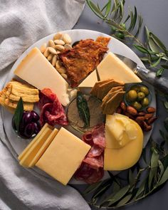 The ultimate meat lover's cheese board - MyKitchen Chicken Liver Pate, Chicken Livers, Sage Butter, Chicken Skin, White Cheddar, Meat And Cheese, Meat Lovers, Summer Picnic, Serving Dishes