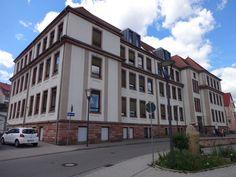 Unsere Schule Wer sind wir? Woher kommen unsere Schüler?   Die Jakob-Weber-Schule ist eine Schule mit dem Förderschwerpunkt Lernen und Stammschule für integrierte Fördermaßnahmen. Die Schule wird besucht von Schülern mit sonderpädagogischem Förderbedarf im Bereich Lernen. Die Schüler kommen aus den Verbandsgemeinden Bruchmühlbach-Miesau, Ramstein-Miesenbach, Landstuhl und einem kleineren Teil der VG Kaiserslautern-Süd. Kinder, die in Obernheim-Kirchenarnbach wohnen, somit zur VG Wallhalben…