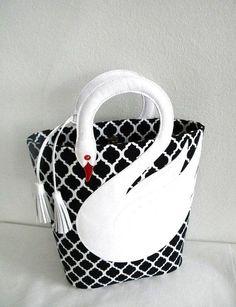 Quatrefoil Pattern White Leather Swan Bag Tote Purse  Diese und weitere Taschen auf www.designertaschen-shops.de entdecken