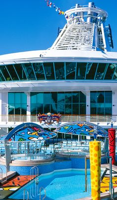 Enjoy an outdoor Britto art museum right on the pool deck of Mariner of the Seas. The pop artist's whimsical figures and playful patterns decorate the she ship's main pools and whirlpools.