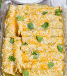 One of our favorite Mexican dishes - Green Chile Chicken Enchiladas recipe! Corn tortillas stuffed with chicken, cheese, las palmas green c. Green Chicken Enchiladas, Best Enchiladas, Green Chili Chicken, Chicken Taquitos, Green Chicken Enchilada Casserole, Chicken Casserole, Salsa Verde Enchiladas, Rotisserie Chicken Enchiladas, Enchiladas Healthy