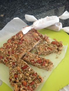 NUT BARS — LIVINPALEO