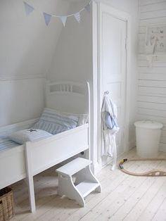 Preciosa habitación blanca para niños.