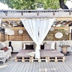 Pergola decorations that create an open, but private, outdoor space. Outdoor Rooms, Outdoor Living, Outdoor Beds, Outdoor Bedroom, Outdoor Lounge, Outside Living, Pallet Ideas, Diy Pallet, Pallet Furniture