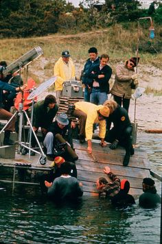 50 Behind the Scenes pics for Jaws Anniverssary Jaws Movie, Jaws Film, Aliens 1986, Weekend Film, Horror Icons, Movie Facts, Great White Shark, Classic Films, Great Movies